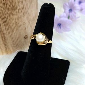 14KT GOLD PEARL AND DIAMOND RING
